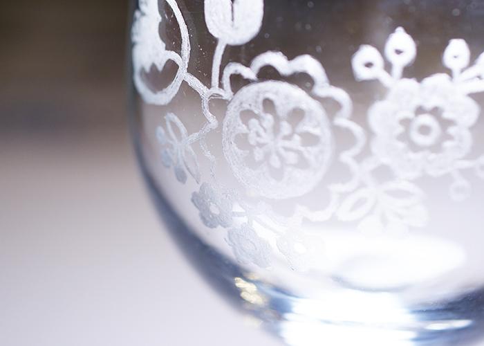 サンドブラスト加工が施されたガラスの器